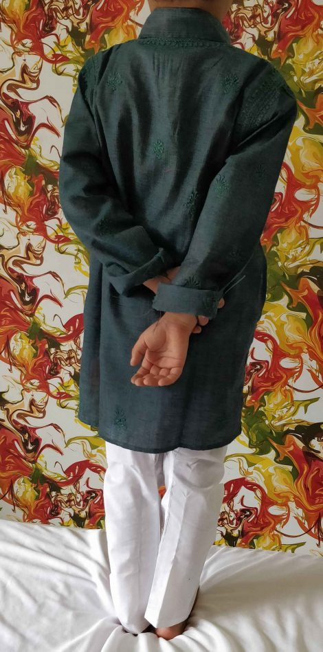 back image of lucknowi chikankari kurta
