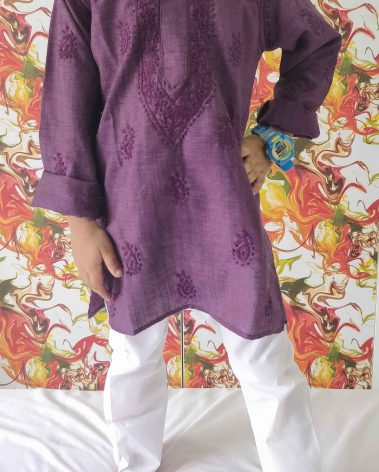 Front image of the chikankari kurta